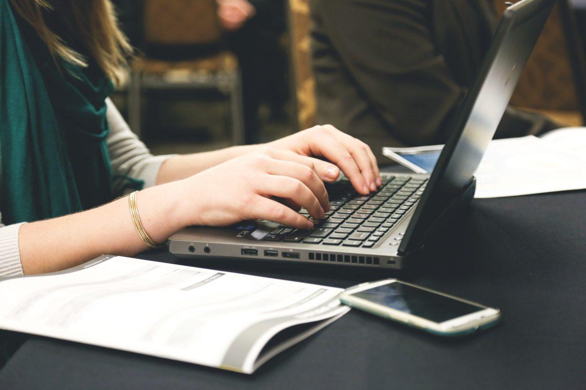 هل سرعة الكتابة مهمة في الترجمة؟